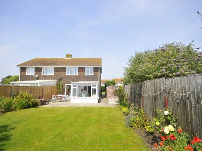 Photo for Looney Dunes, Camber - 1 min to sand dunes, 2 sunny gardens, 3 bedrooms