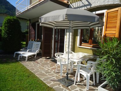 Photo for DIRECTLY ON THE BEACH / LAKE, apartment up to 4 people, pool and garden, Villa Soghetta type S2