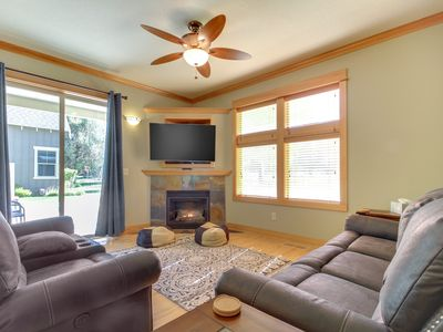 Photo for NEW LISTING! Spacious Eagle Crest home w/shared pool, hot tub & resort amenities