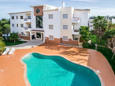 Photo for 2 bed with pool in Albardeira, Meia Praia, Lagos
