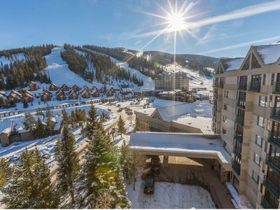 Photo for Mountainview condo with shared hot tub/pool, easy access to the ski slopes!
