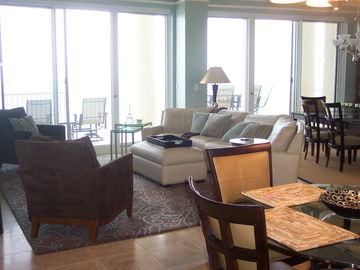 Penthouse 4/4, Absolutely beautiful--- Get the Best for LESS- check our rates!