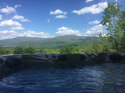 Hot tub w/stunning mountain views by day and starry skies by night!