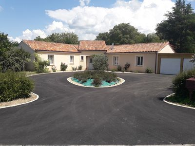 Photo for Villa full foot comfort, fenced, swimming pool, close to all amenities