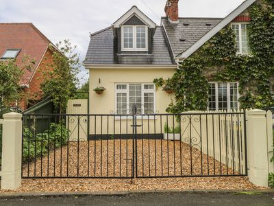 Photo for BEAU ANNEXE, pet friendly, with a garden in Ringwood, Ref 23229