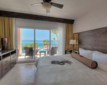 Photo for Great luxury vacations begin at Sirena del Mar by Welk Resorts