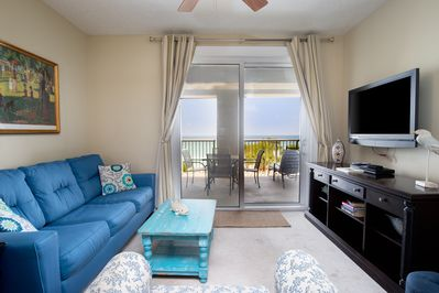 Living Room - There's gorgeous beach views from the living room!