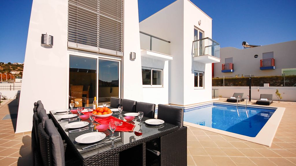 villa moderne avec piscine salle de jeux ac wifi marina albufeira cerro de guia. Black Bedroom Furniture Sets. Home Design Ideas