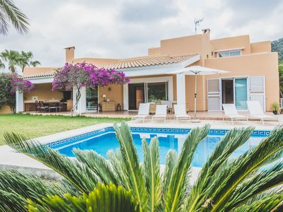 Photo for Spacious villa with pool, Wifi and sea views