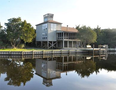 Photo for Ocra-cork: Dock, easy access to Pamlico Sound, rooftop deck, views.
