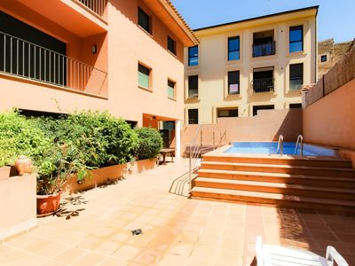 Photo for  apartment on holiday rental for a máximum of 4/6 people Building of apartments of 3 floors, located in Begur centre. Shops, commerce, bars, restaurants in himself centre.