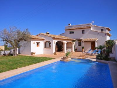 Photo for 4 bedroom Villa, sleeps 8 with Pool and Walk to Shops