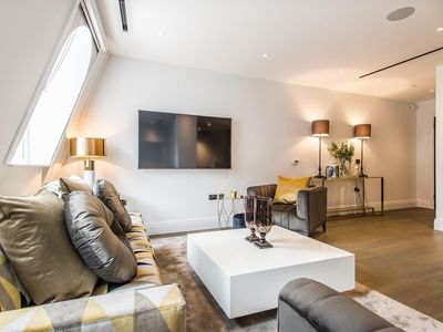 Photo for Gorgeous Spacious 2 bedroom apartment The Strand