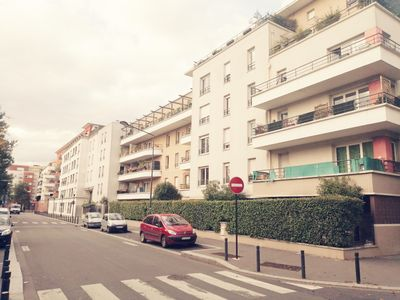 Photo for 3 ROOMS 70m2, 2 MINUTES FROM METRO LINE 12 AND PARIS, COVERED PARKING, 9 PEOPLE