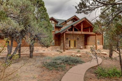 Authentic Log Home with Zion Red Rock