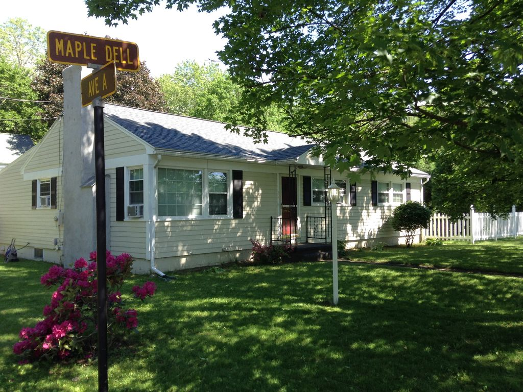 A saratoga trifecta 3 br vacation house for rent in for Vacation rentals in saratoga springs ny