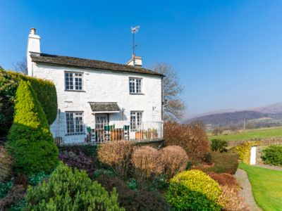 Photo for Modernised 17th Century farm cottage 15 minutes walk from village pub