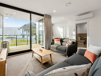 Photo for Red Oaks Relaxation - Queenstown Holiday Apartment