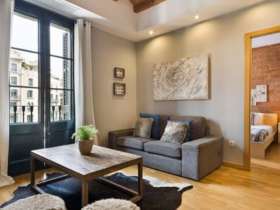 Photo for XII. Guinovart apartment in Eixample Dreta with WiFi, air conditioning, balcony & lift.