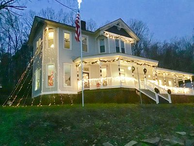 Reed -Dossey House B&B dressed for Christmas!