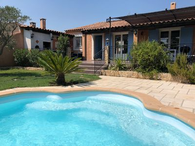 Photo for Charming villa with pool - 10 minutes from Avignon