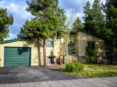 Photo for Blocks from Yellowstone! Walk to Shops & Dining! 2 Fireplaces, Gas Grill!