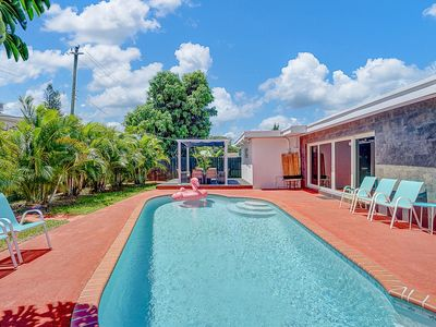 Photo for Elegant Tropical House with Pool