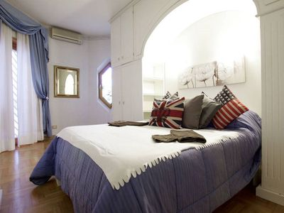 Photo for Trastevere Joy apartment in Trastevere with WiFi, air conditioning, shared garden & lift.