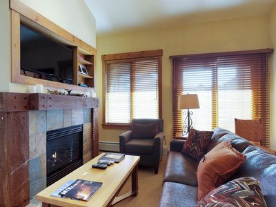 Photo for Ski-in/out condo w/shared pool, hot tub & sauna - walk to village