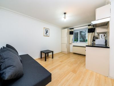 Photo for Lovely 2 Bed Apt well connected to Central London