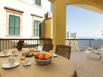 Photo for Seafront rental for 4 people in the center of Marina di Ragusa, free wi-fi