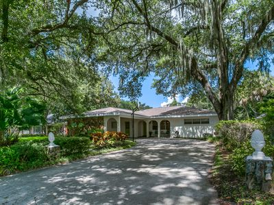 Beautiful Beachpark home in upscale neighborhood with the perfect location