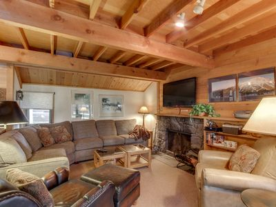 Photo for Cozy, family-friendly home with shared pool - close to town. Free SHARC access!