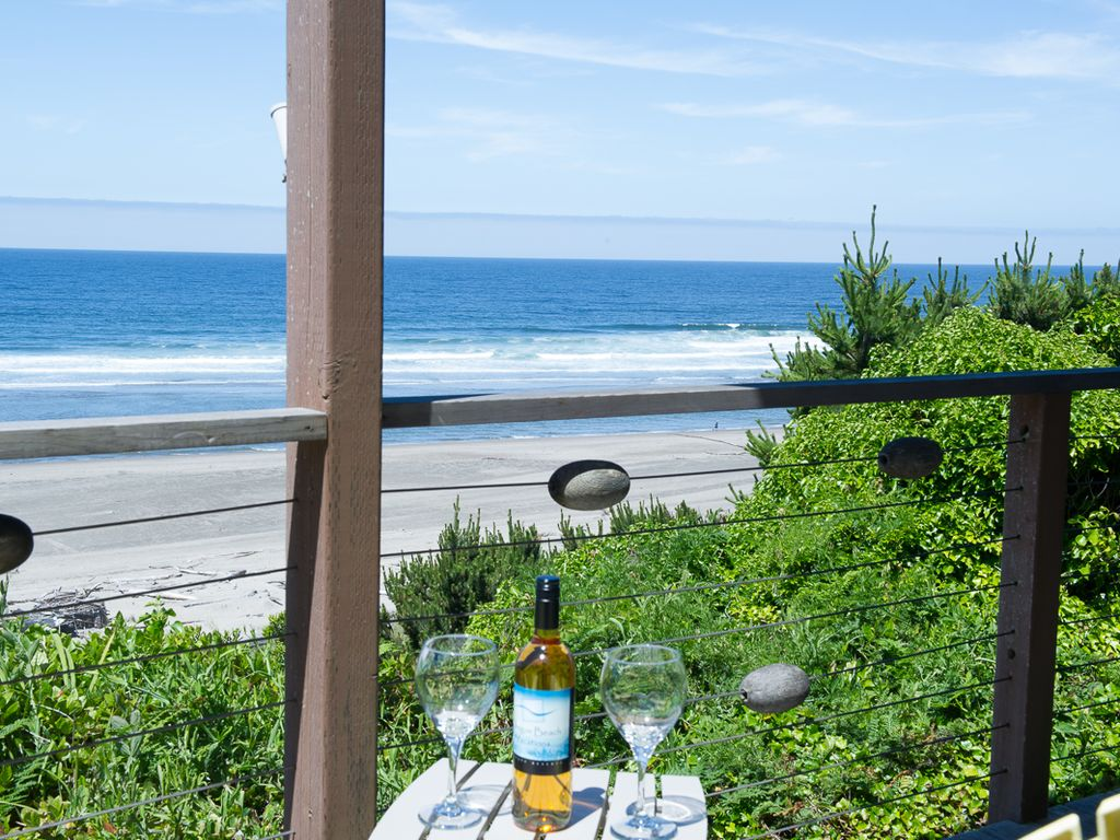 firepla with room jacuzzi city in and lincoln the places hotels hotel reviews manor stay q best to found oregon oyster coast beachfront com