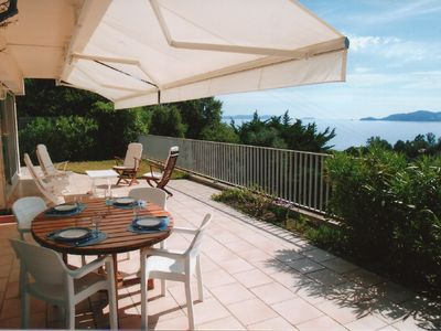 Photo for Independent villa not overlooked 4 people sea view in La Fossette Le Lavandou