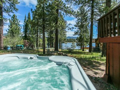 LAKEFRONT! Close to Slopes, NEW HOT TUB LAKE Views! Quiet Location