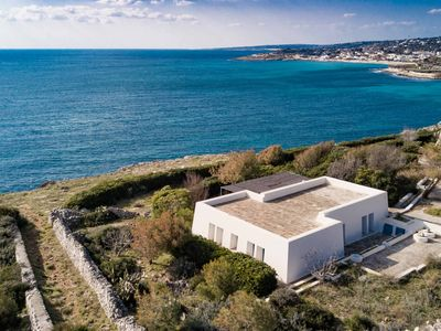 Photo for Villa on the cliffs with private access to the sea