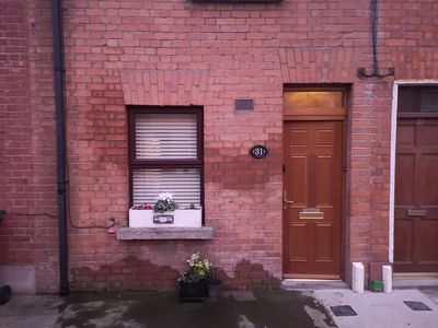 Photo for Spacious City Centre En suite room with easy airport access via 24 hour bus 41