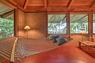 You'll love relaxing in one of the 2 hammocks in the common living and dining areas.