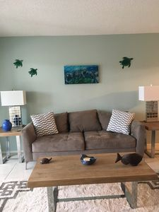 RELAX and enjoy this tranquil 2 bedroom condo on Holmes Beach/Anna Maria Island