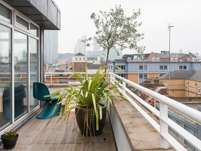 Photo for Hoxton apartment in Hackney with WiFi & balcony.