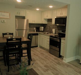 Virtual Check-in, Extra Cleaning, Shiplap, Walk-in Shower, Granite