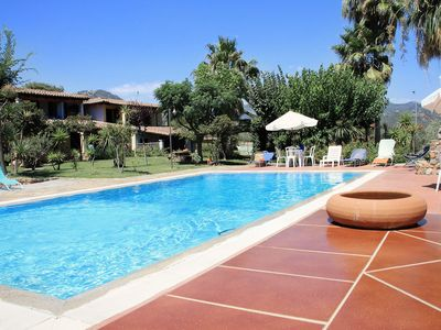 Photo for Villa with swimming pool and tennis court in a divine environment, apt. Dahlia