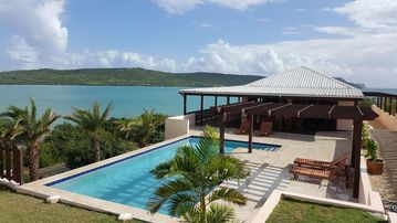 Luxury 4-bedroomed Villa With Pool And Stunning Views Of Willoughby Bay
