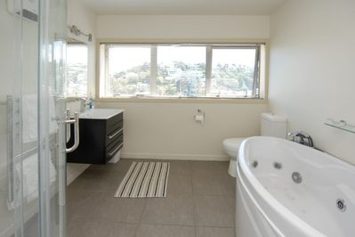 Master Ensuite with spa bath