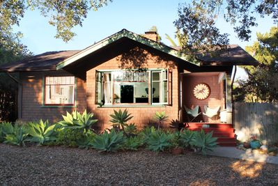 1917 Craftsman Bungalow & porch  open front yard under a giant live oak tree