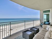 Beautiful condo with view. Plenty of parking. Quiet!