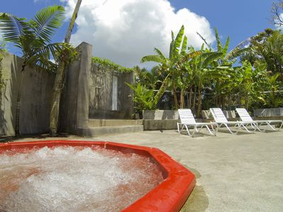 Relax - Very Hot, Gas Hot Tub. 3 Head Rain Shower in Cement under Palms Outdoors