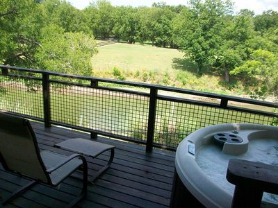 Country Charm! Relax on the deck while taking in the beautiful country side!!