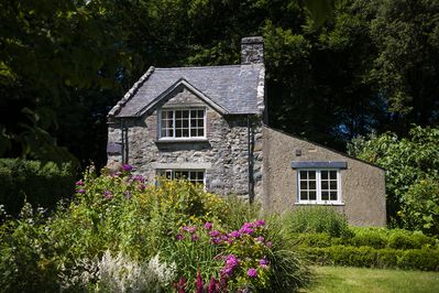 Nestling amongst glorious gardens and woodlands this is the perfect hide away